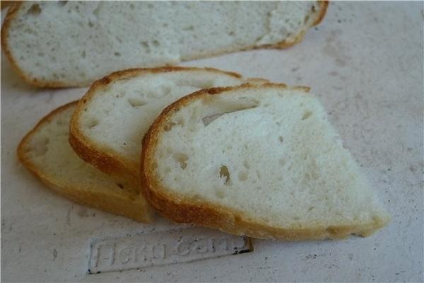 Белый хлеб на закваске из Калифорнии