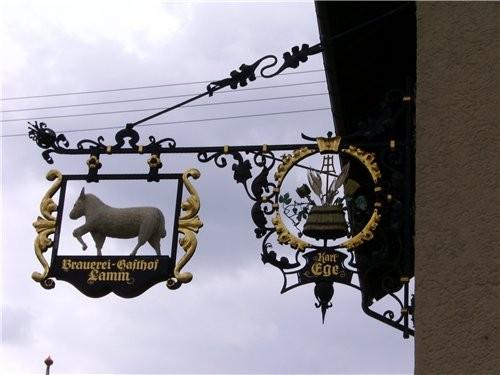 Такая вывеска украшает ресторан и старинную пивоварню