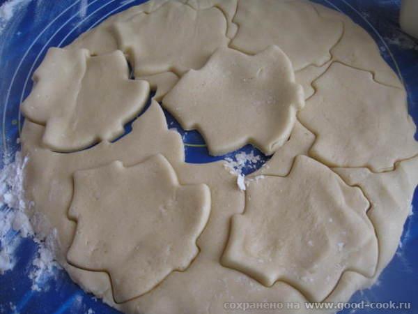 Выкладываем на рабочую поверхность стола тесто ( подложка «Звездное небо») и и очень быстро замешиваем тесто – месить д... - 5