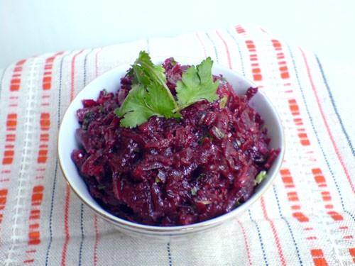 Свекольный салат с кинзой и чесноком