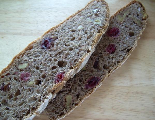 Зоя готовила хлеб ржаной c орехами , очень вкусный получился пористый хлебушек с приятным ржаным ар...
