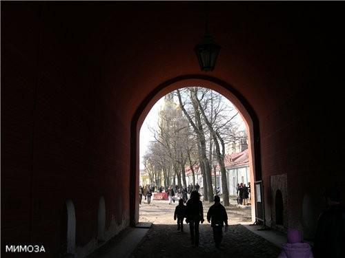 А это уже Петровские ворота, они ведут внутрь основной части крепости - 3