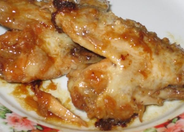 Куриные крылья с луком