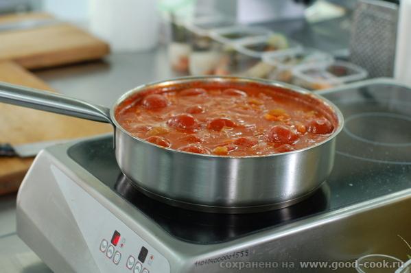 Подготовка томатной базы для супа Подготовленные морепродукты Овощи для салата, сбланшированные в п...