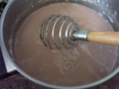 вот так выглядит вода от симага смешаная с мукой затем быстро выливаем в кастрюлю,с жареными продук...