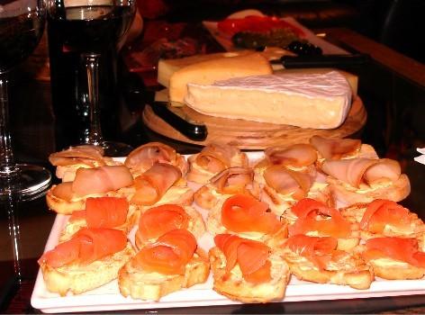 обожаю грибы,тушеные с картошечкой, ням и вообще ты так много и разнообразно готовишь-молодчинка:)...
