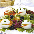Это украшение подойдет для ассорти из свежих овощей или холодных блюд