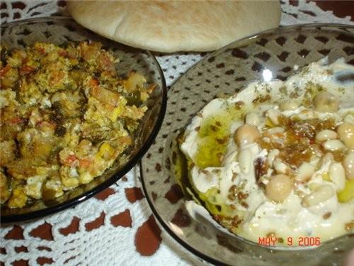 Вот мой сегодняшний арабский завтрак: Шакшука (помидоры,перец сладкий,лук,чеснок, яйца