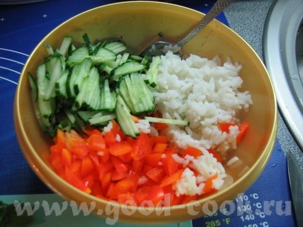 """и ещё один салатик из списка - салат """"Незатейливый"""" - рис + свежий огурец + болг"""