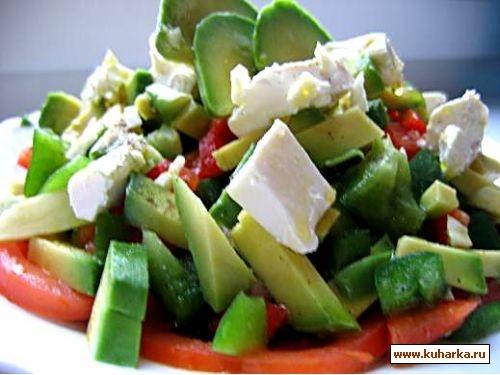 Салат с авокадо и помидорами и брынзой