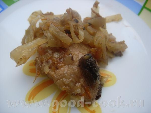 Тушеная капуста с куриным филе и сушеными грибами