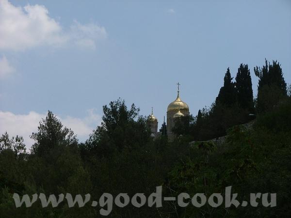 А монастырь был прямо над нами и слепил золотом своих куполов - 6
