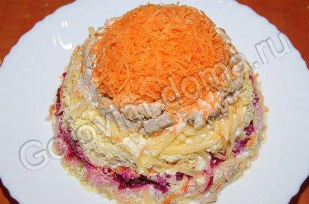 """ОТСЮДА Салат """"Шапка Мономаха"""" Состав свекла - 1 шт, картофель - 3 шт, сыр твердый - 100-150 г, яйца... - 5"""
