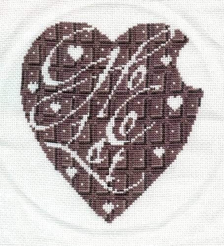 Вот мое шоколадное сердце, домучала я его:-) Правда не отутюженое:-) Вот с рамочкой не определилась