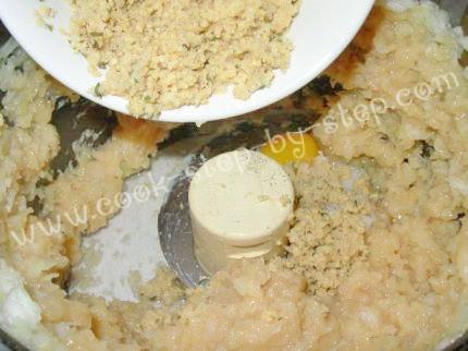 1/3 чашки молока 1 яйцо 1 луковица 500 гр куриной грудинки (мясо только - 4