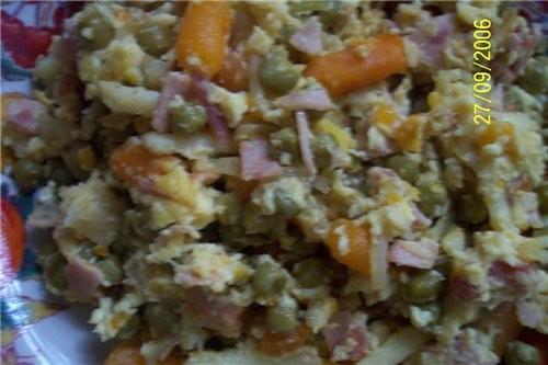 Горячее оливье зелёный горошек с морковью - 1 банка лук репчатый - 1 шт