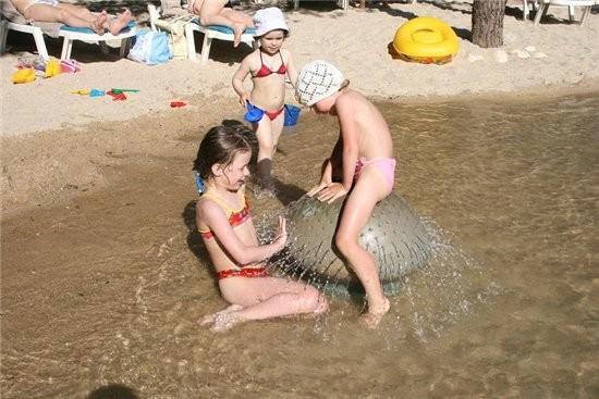 Вы с Плуто, а мы с тюленем такого же размера везде таскаемся а сейчас аквапарк,я прочла в отзывах п... - 4