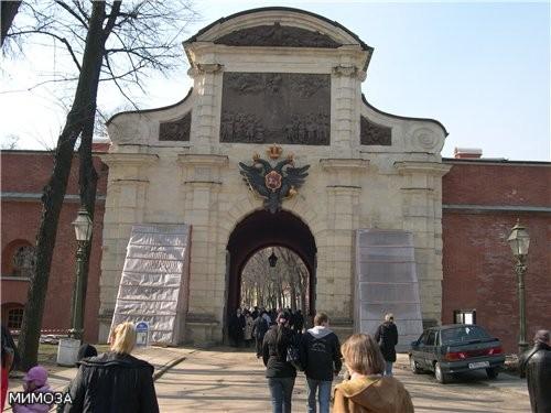 А это уже Петровские ворота, они ведут внутрь основной части крепости