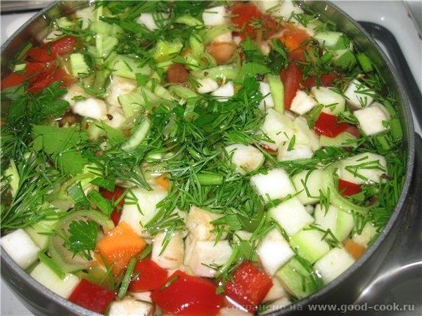 Нарезанные овощи помещаем в кастрюлю ( ковш «от Шефа на 1, заливаем холодной водой, добавляем 2-3 горошка перца (по жел...