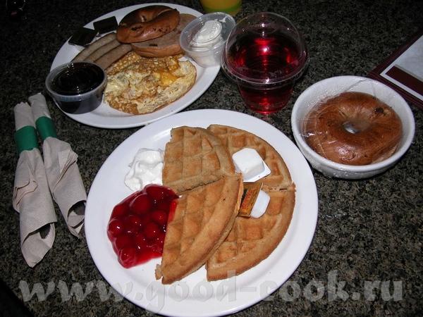 Итак, утром субботы, мы решили выпендриться и заказать завтрак в номер