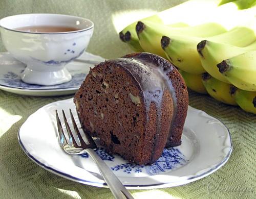 Этот кекс очень шоколадный с мягкими нотками банана и меда
