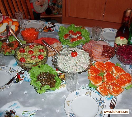 """У нас был тазик оливье , салат из авокадо и киви от Иланочки , салат """"Осенний вальс"""" от Lesya , кор..."""