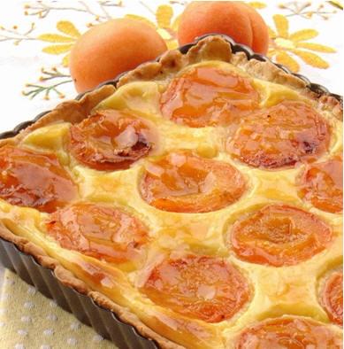 Пришло время наслаждаться фруктовой выпечкой, давайте начнем с абрикосового пирога с заварным кремо...