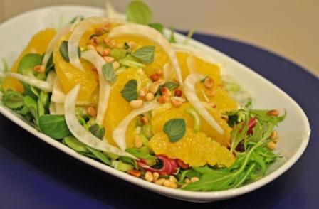 Салат из фенхеля, апельсинов и сельдерея с салатным миксом Салат Мезуна (японская капуста) 100 гр С...
