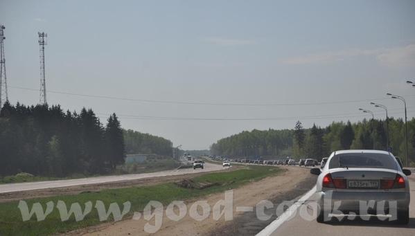 Я на МКАД пробку не запечатлела, но вот Симферопольской шоссе, 9 утра в стороноу области