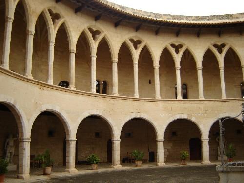 Центральный двор