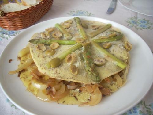 прекрасный завтрак, готовится чуть, но только чуть больше простого омлета и по вкусу выходит праздн...