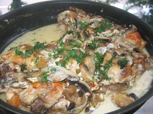 курочка в чесночно-сливочном соусе с грибами курицу порезать,обжарить,выложить в глубокую форму, до...