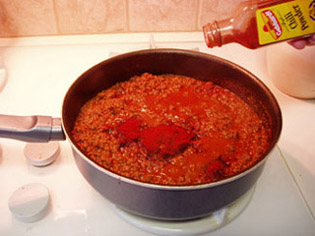 ...а также 3/4 ч. ложки красного (кайенского) перца, 2 ч. ложки гранул говяжьего бульона и 1 ч. лож... - 3