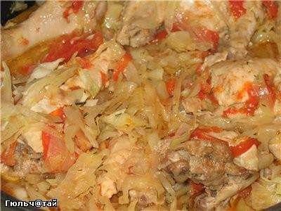 Капуста с курочкой по-болгарски 1 средний вилок капусты 1 курица 3 зубчика чеснока 2 томата паприка...