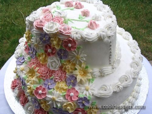 Даже, если не имеет отношения к десертам, которыми я увлекаюсь, покажу свадебный торт, который дела...