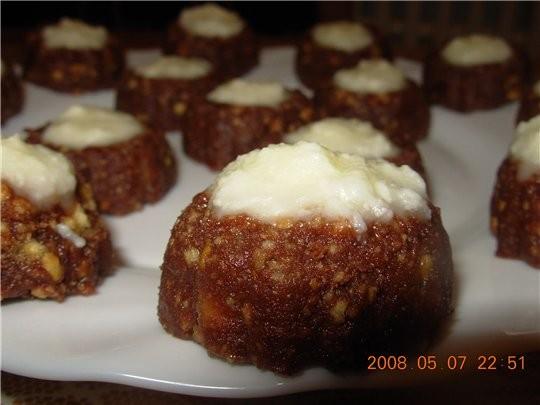 Обесчанные рецепты: осиное гнездо Тесто: 190 г печенюшек (размеленных) 60 г растопленного масла 80...