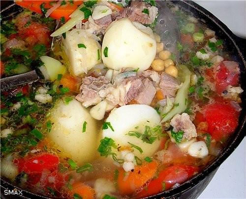 Состав: мясо, овощи, горох, зелень, специи