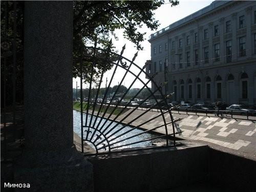 Знаменитая решетка Летнего сада находится со стороны Невы Автор решетки - Юрий Фельтен - сын повара... - 2