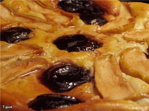 Творожный пирог с яблоками и сливами из варенья - 2