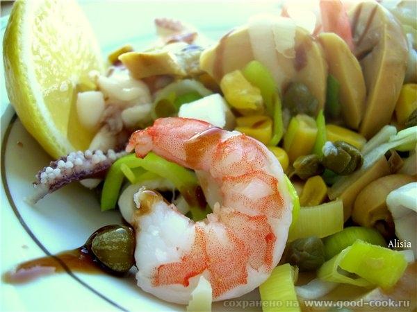 Салат морской, с креветками и луком порей