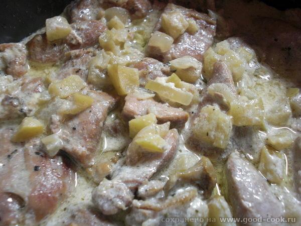 Филе бедра индейки, тушеное в сметане с яблоком, нежное Рецепт