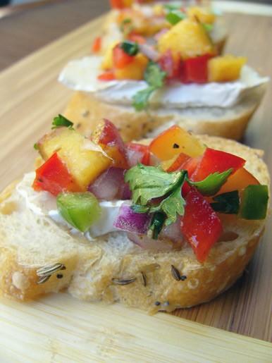 Мидии по-испански Багет с бри и салсой из персиков Релиш из баклажана с зернами граната - 2
