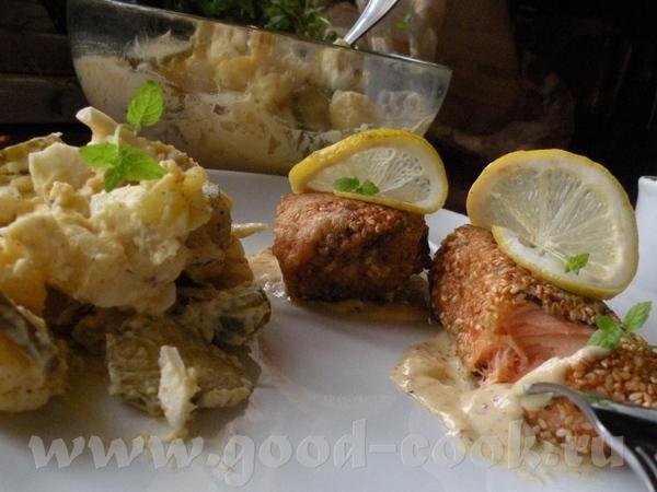 Просто Шницель из индейки с жареной картошкой ,капустой и с соусом Чили Лосось жареный с салатом ка... - 6