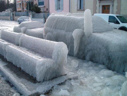 Вот такая красотища образовалась в Женеве на берегу озера Леман в следствии холодного ветра, скорос... - 3