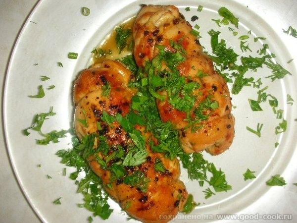 Рулетики из куриной грудки Куриная грудка, лук, морковь, кетчуп(хайнц), шампиньоны, лук, молотый перец, сливочное масл...