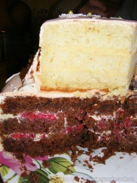 "Вот фото с дня рождения А это разрез тортика: Как всегда ""Шоколад на кипятке"" и ""Нешоколад на кипятке"" В верхнем..."