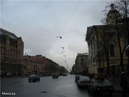 От Невского проспекта до Владимирской площади располагается Владимирский проспект - один из самых к...