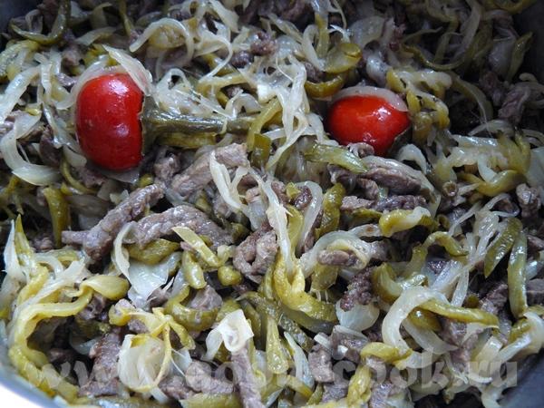 """Салат """"Шахтёрский"""" Лук солёные огурцы мясо (мягкое) свинина или говядина, без жира всего одинаковое..."""