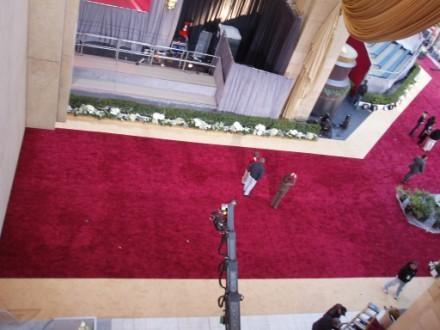 Еще видов на красную дорожку Посмотрите на этих Оскаров,величиной с человеческий рост Так же видно...