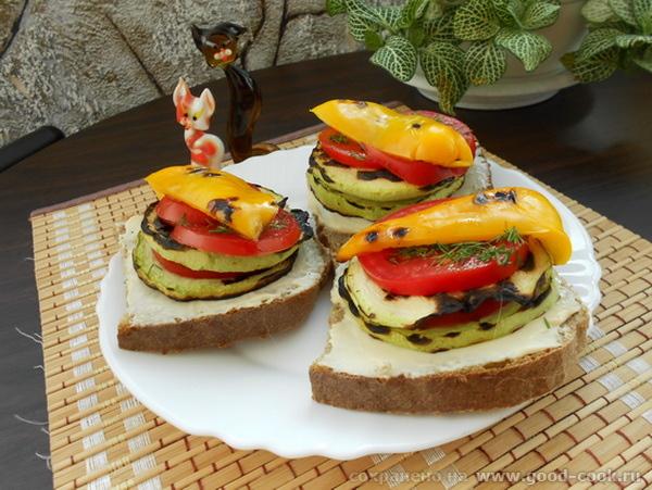 бутерброд из грилованых овощей